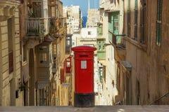 En brittisk stilpostbox i Valletta, Malta arkivbild
