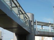 En bro för gångare Arkivbilder