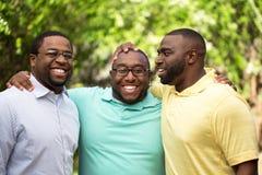 En broers die lachen spreken Royalty-vrije Stock Foto's
