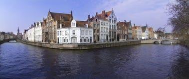 En Brugge kanal hus Arkivbilder