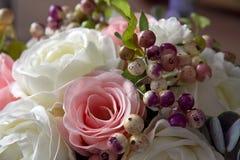 En bukett av konstgjorda blommor stänger sig upp dekor 5 Royaltyfria Bilder