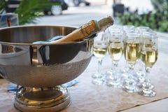 En bunke med kall champagne arkivfoto