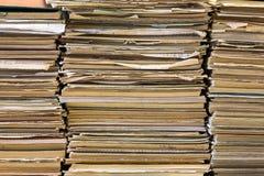 En bunt av anteckningsböcker för gammal skola Mångfärgad räkning arkivbilder
