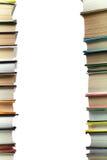 En bunt av böcker på vit bakgrund kopiera avstånd för din text Idéer för affär och själv-utveckling study arkivfoto