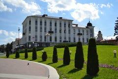 En byggnad i den gammala delen av Minsk Arkivbilder