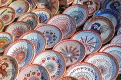 En céramique traditionnel roumain sous la forme de plats Images libres de droits