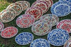 En céramique traditionnel roumain sous la forme de plats Photos libres de droits
