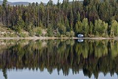 En campare i dagsljuset arkivfoto