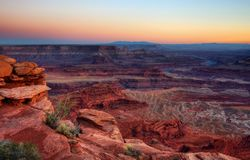 En Canyonland solnedgång fotografering för bildbyråer