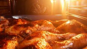 En casa piernas de pollo recientemente cocinadas Fotos de archivo