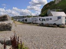 EN CAUX, FRANCE DE VALERY DE SAINT - 25 AOÛT 2018 : Camping de liberté avec des camping-cars de campeur images stock