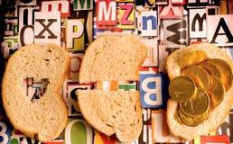 En ce monde certains ne prennent pas assez de pain à survivre Photographie stock