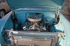 En Chevy Power Plant i en Chevrolet 1955 Royaltyfria Bilder