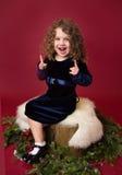En Chirstmaskind die lachen richten; De rode Achtergrond van de Vakantiewinter Royalty-vrije Stock Foto