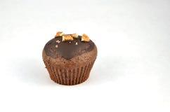 En choklad - isolerade brun muffin eller muffin Arkivfoton