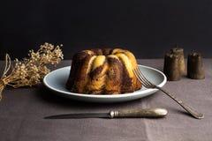En choklad- och vaniljmarmorkaka Royaltyfri Fotografi