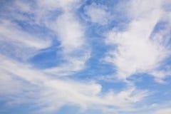 En cielo azul imágenes de archivo libres de regalías