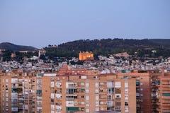 En cityscapesikt på skymning av Granada i aftonen fotografering för bildbyråer
