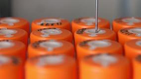 En closeup av den sterila maskinen för den medicinska labbet utför analysen automatiskt på upptäckt av cancer vid analys av a lager videofilmer