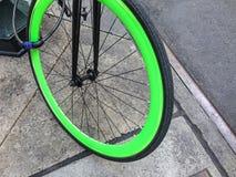 En closeup av ett bicylcehjul royaltyfri fotografi
