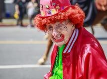 En clown på Sts Patrick dag ståtar Royaltyfri Bild
