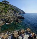 En coastalinesikt av Riomaggiore Royaltyfri Foto