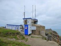 En coastguard- och väderstation i England Arkivbild