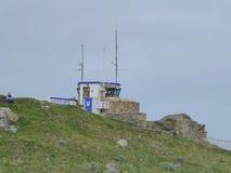 En coastguard- och väderstation i England royaltyfria bilder