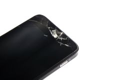 A en colère jeté le téléphone contre le mur d'isolement sur le backg blanc Photo stock