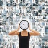 En collage av ett kvinnainnehav en ta tid på på en affärsbakgrund royaltyfri bild