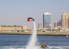 En concurrence pour l'embarquement de mouche chez SkyDiveDubai Photographie stock libre de droits