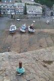 En cornish fiskehamn på lågvatten Royaltyfri Bild