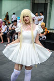En cosplay oidentifierad japansk anime poserar i Japan Festa i Bangkok 2013 Royaltyfri Foto