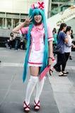 En cosplay oidentifierad japansk anime poserar i Japan Festa i Bangkok 2013 Royaltyfri Fotografi