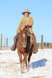 En cowboy Riding His Horse Arkivfoto
