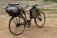 En cykel med en stor kruka fotografering för bildbyråer