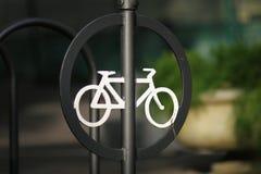 En cykelallsång parkerar in fotografering för bildbyråer
