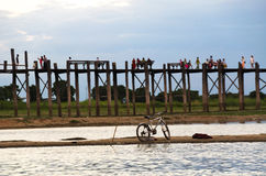 En cykelparkering för den U-bein bron Royaltyfri Fotografi