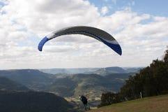 En décollant sur le parapentisme chez Rio Grande faites Sul, Brésil Photos stock