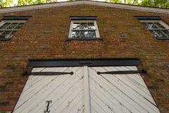 En dörr och någon Windows Royaltyfria Foton