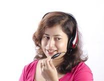 En dam som talar på telefonen Royaltyfri Foto