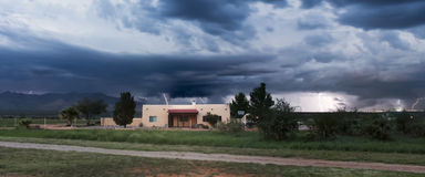 En dans av blixt på horisonten Arkivfoton