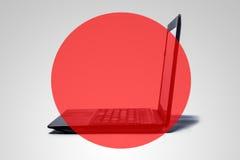 En dator med en röd genomskinlig cirkel. Arkivfoton
