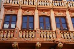 En dekorativ byggnadsfasad Royaltyfria Foton