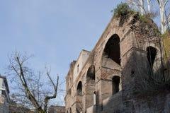 En del av den Avrelian väggen i Rome. Royaltyfri Bild