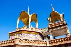 En del av fem buddha på den blåa himlen Arkivfoto