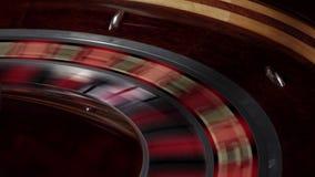 En del av snabb spring för rouletthjul, den vita bollen faller stock video