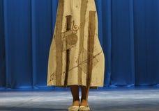 En demonstration av klänningen Arkivfoton