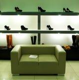 En departamento de zapato. Fotografía de archivo