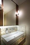 En detalj av ett modernt badrum royaltyfria foton